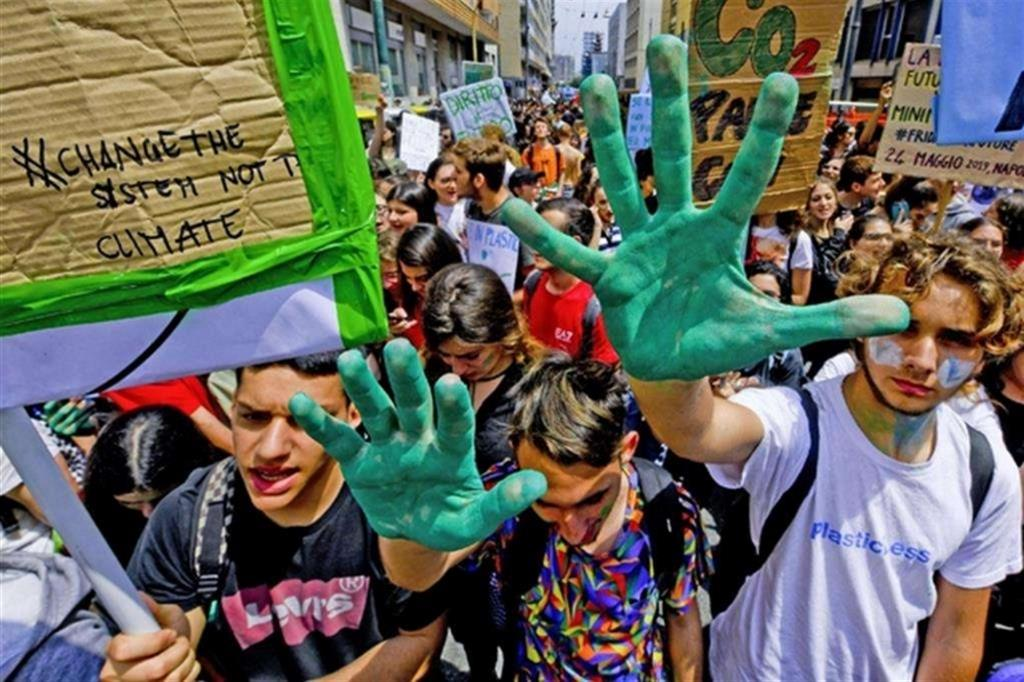 Riparte in bici la protesta della <i>generazione Greta </i> al tempo del Covid-19