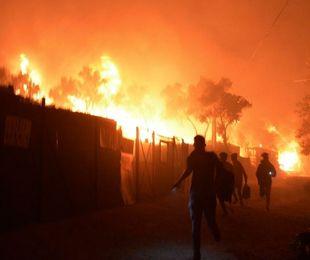 Lesbo, nel campo di Moira le fiamme bruciano anche la speranza di un'Europa accogliente?