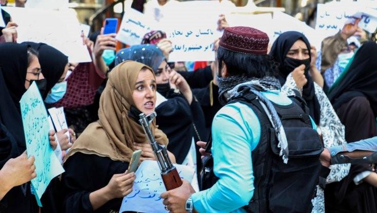 Il coraggio delle donne afghane sfida i Talebani sui diritti umani calpestati dalla Sharia